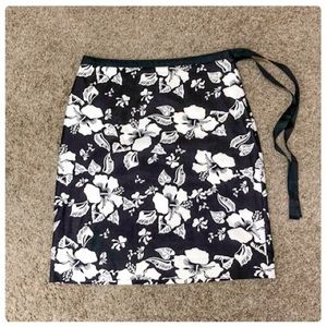 💕 Cute Floral Mini Hibiscus Print Black & White💕